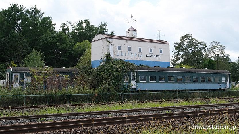 川端駅片隅で放置されている国鉄旧型客車スハ43系(スハフ44客車)