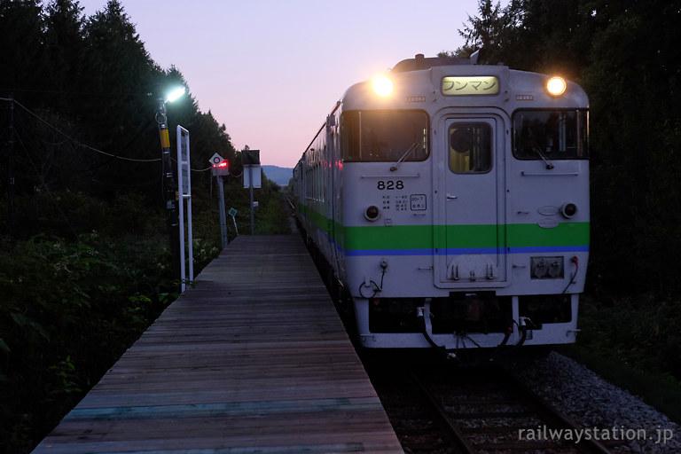 JR北海道宗谷本線・北剣淵駅に進入するキハ40の普通列車