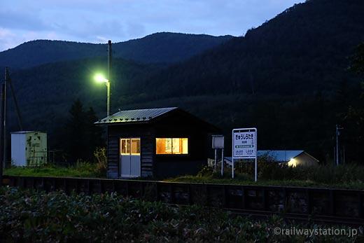 JR北海道・石北本線の秘境駅、旧白滝駅夜の風景