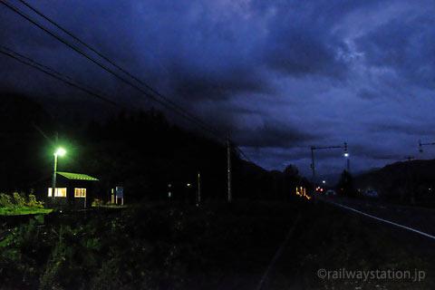 JR北海道・石北本線、夜の闇に包まれた旧白滝駅