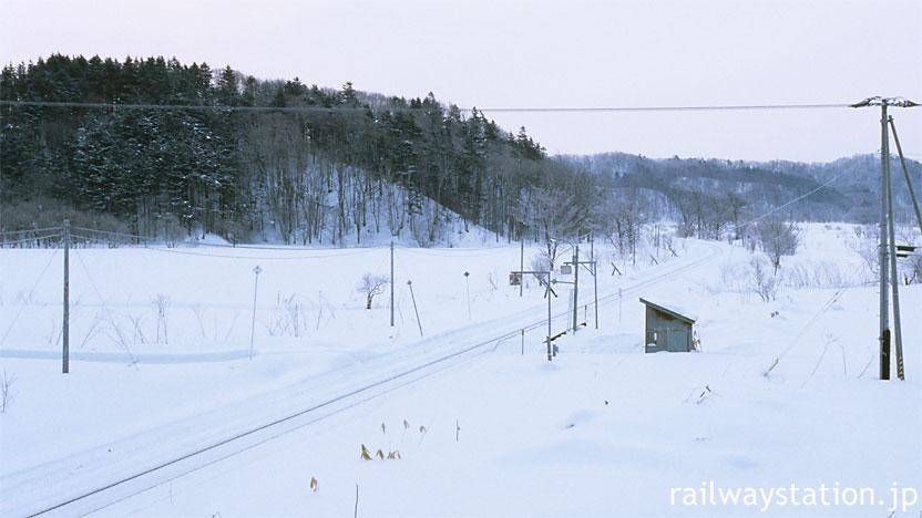 JR北海道・宗谷本線の無人駅、雪原にポツンと佇む南下沼駅