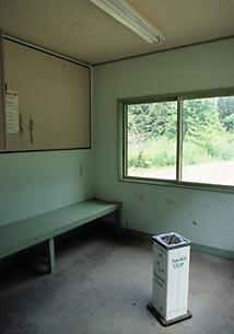 石北本線・西女満別駅、狭い待合室内