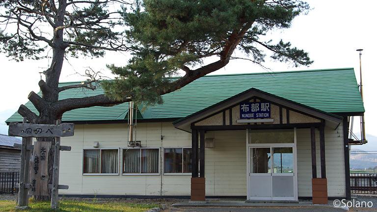 JR根室本線・布部駅「北の国から」ロケ当時の木造駅舎が健在