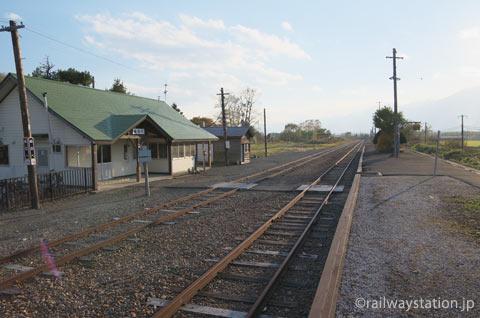 JR北海道・根室本線・布部駅、駅舎とホーム、側線