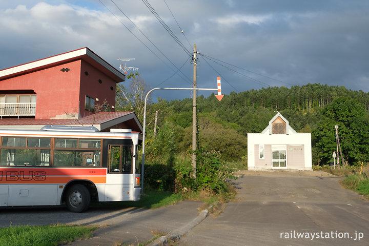 宗谷本線・恩根内駅と名士バス