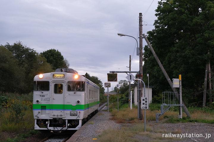 宗谷本線・恩根内駅に入線する音威子府行き普通列車
