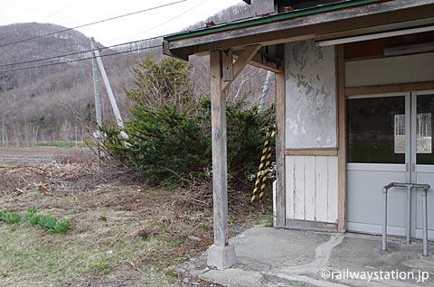 白滝シリーズ、石北本線・下白滝駅、改札跡横の池庭跡