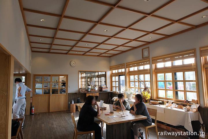 天塩中川駅舎の交流プラザ、カフェの営業日