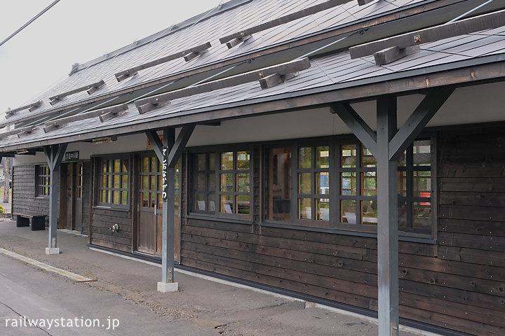 宗谷本線・天塩中川駅、改修された木造駅舎ホーム側