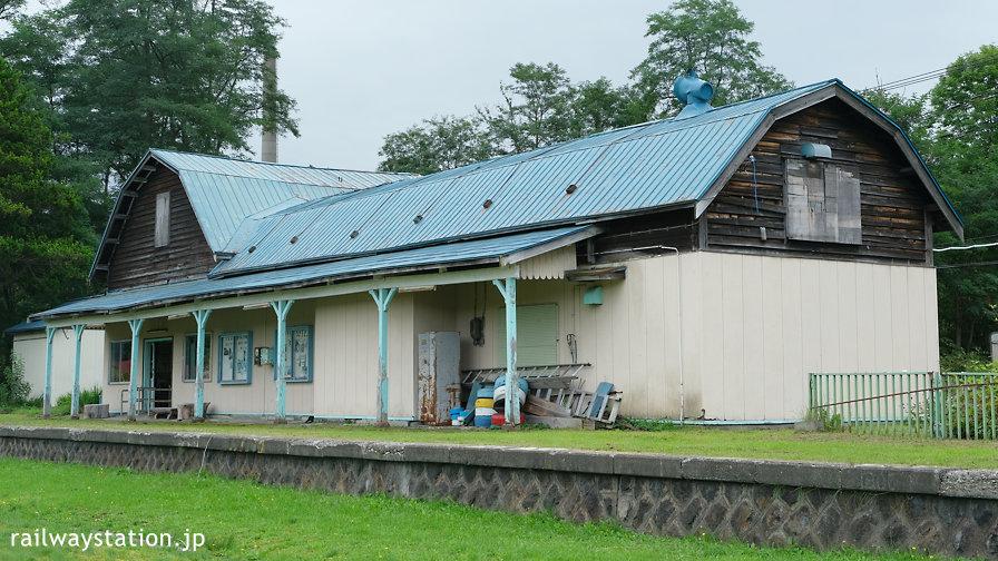 幌内線・旧唐松駅舎、ホーム側の風景