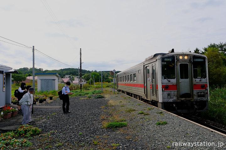 宗谷本線稚内行き普通列車、勇知駅で数人の乗客