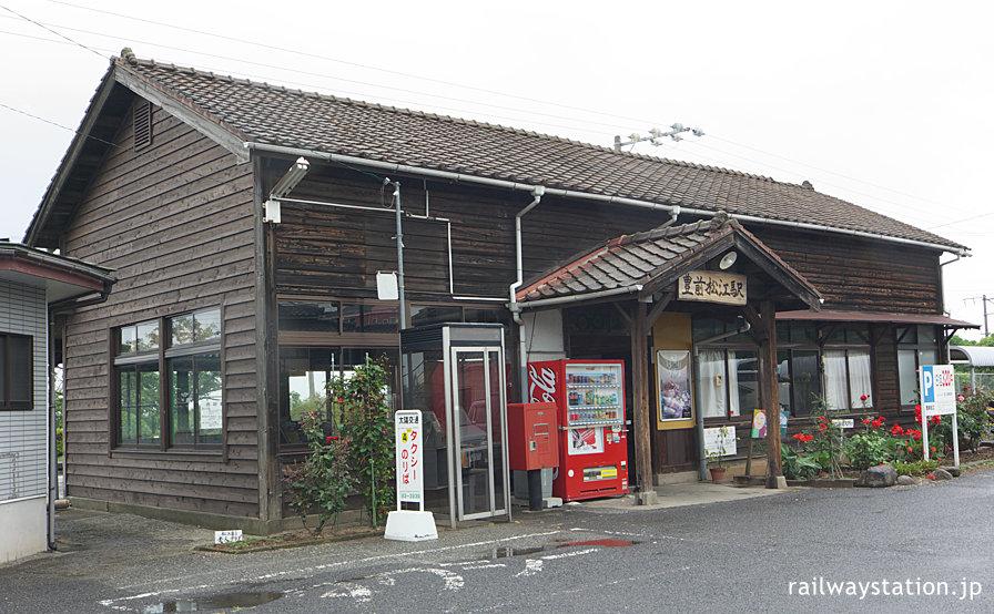 JR日豊本線・豊前松江駅、昭和初期築の木造駅舎