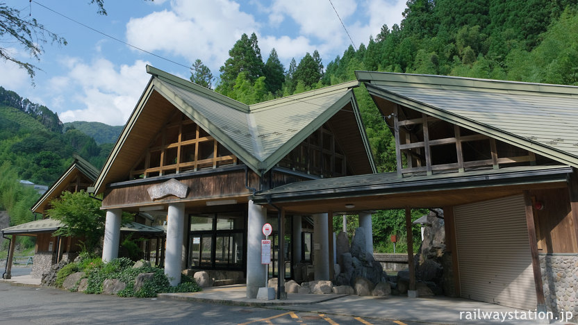 JR九州日田彦山線、立派な駅舎を持つ無人駅・筑前岩屋駅