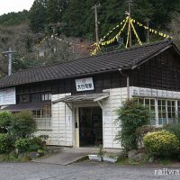 大行司駅 (JR九州・日田彦山線)~プラットホーム眼下の木造駅舎~