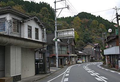東峰村、日田彦山線・大行司駅前の通り、国道211号線