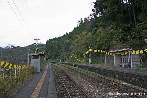 高倉健ゆかりの大行司駅に幸せの黄色いハンカチが…