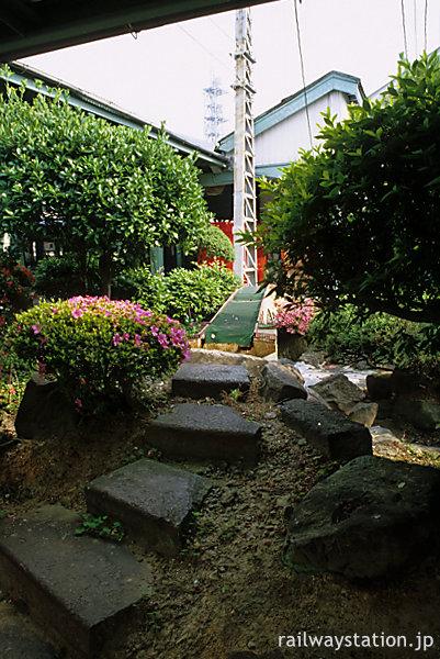 JR早岐駅、西海橋を模した池庭の階段