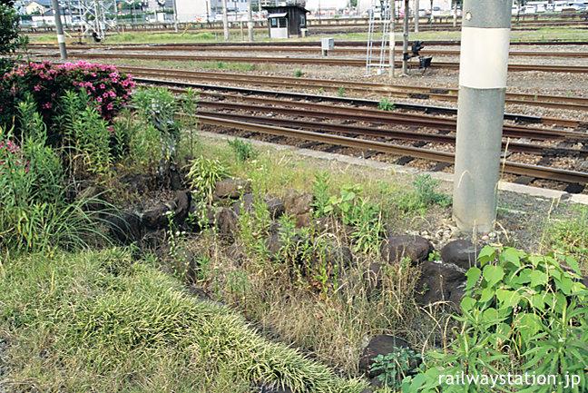 JR佐世保線・大村線・早岐駅、島式ホーム端にある枯池