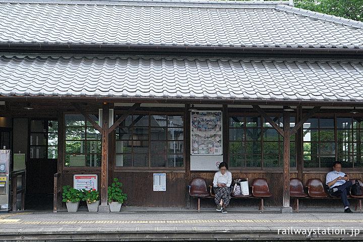 日豊本線・東別府駅、開業の明治44年築の木造駅舎が現役