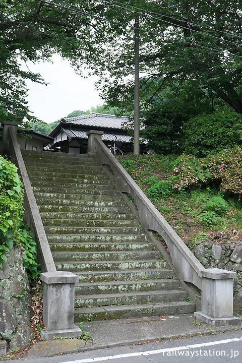 JR九州日豊本線・東別府駅、駅への風格ある階段