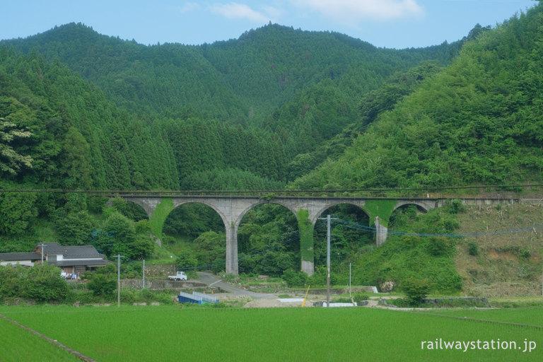日田彦山線のめがね橋、コンクリートのアーチが美しい栗木野橋梁