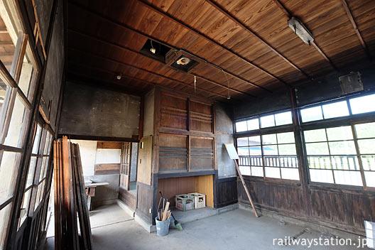 JR筑肥線・肥前長野駅の木造駅舎、旧駅事務室の後方あたり
