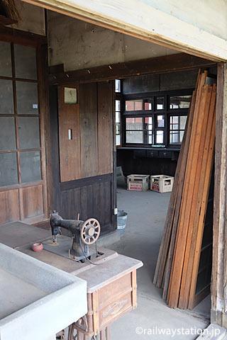 JR筑肥線・肥前長野駅、内部が解放された旧駅事務室