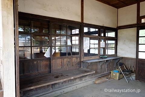 JR筑肥線・肥前長野駅の木造駅舎、窓口跡