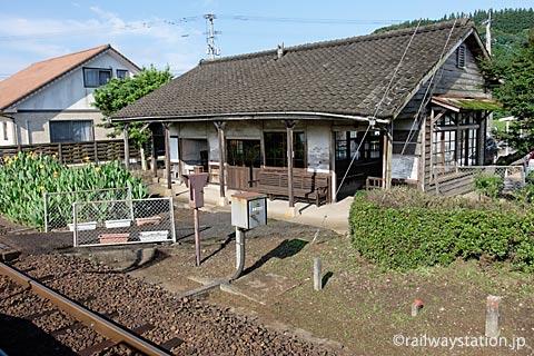 JR筑肥線・肥前長野駅、ホームから駅舎を眺める