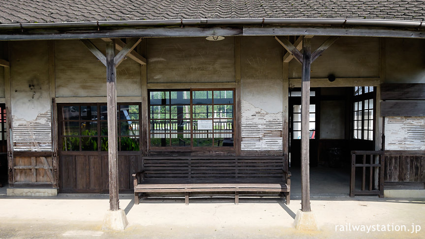 JR筑肥線・肥前長野駅の木造駅舎、ホーム側