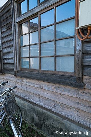 JR筑肥線・肥前長野駅、修復された駅舎外壁