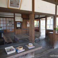 JR九州・長崎本線・肥前七浦駅、改装され待合室となった旧駅事務室