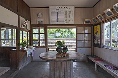 JR九州・長崎本線、肥前七浦駅、待合室
