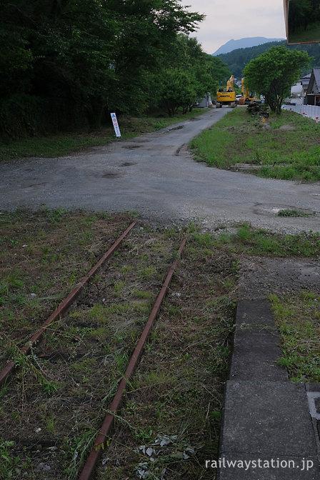 日田彦山線・宝珠山駅ホーム、九州北部豪雨により分断された鉄路