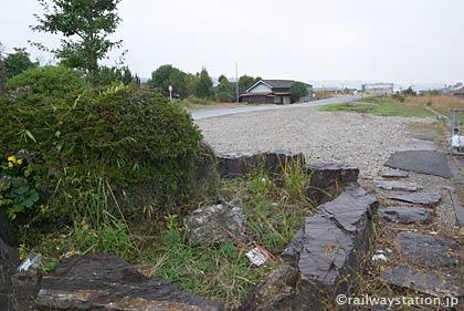 JR九州・日田彦山線・池尻駅、枯池と広い構内跡