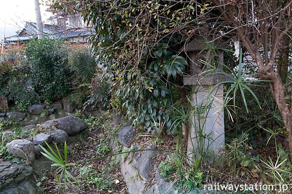 JR九州・日田彦山線・石原町駅の枯池のある庭園跡の灯篭