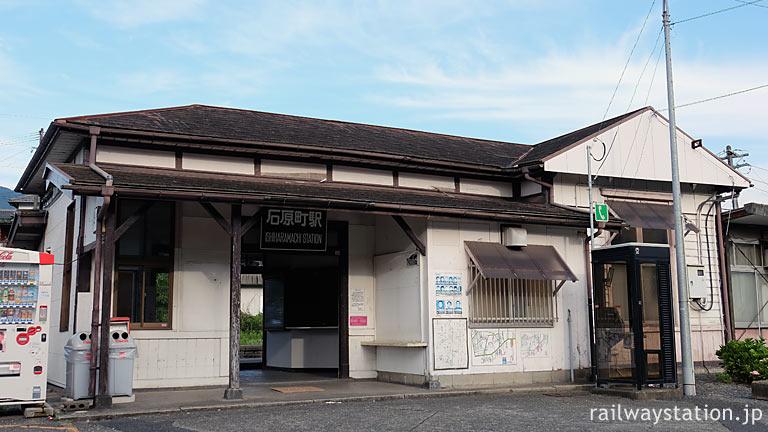 JR九州・日田彦山線・石原町駅、開業の大正4年以来の洋風木造駅舎