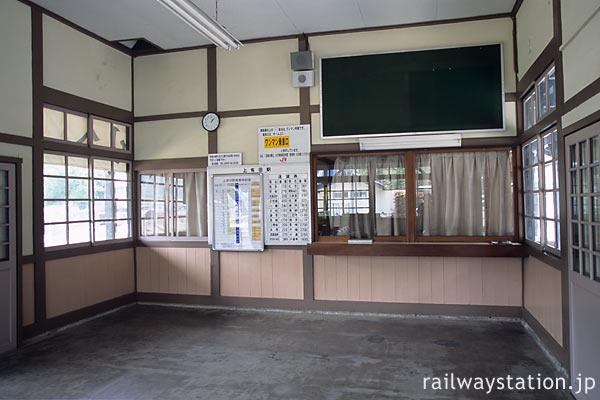 JR九州・佐世保線・上有田駅の木造駅舎、窓口跡