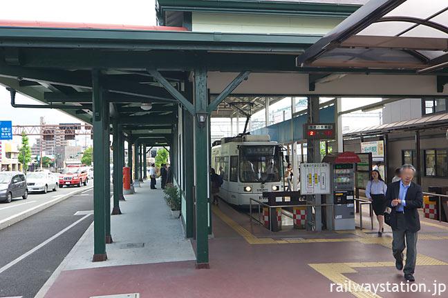 JR上熊本駅旧駅舎の正面が移築された熊本市電・上熊本停留所