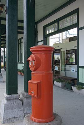 JR上熊本旧駅舎と同時に市電の上熊本駅に移設された丸ポスト