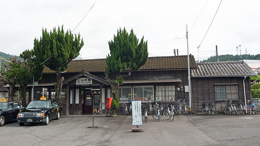 JR九州・日豊本線・上臼杵駅。開業の大正6年以来の木造駅舎