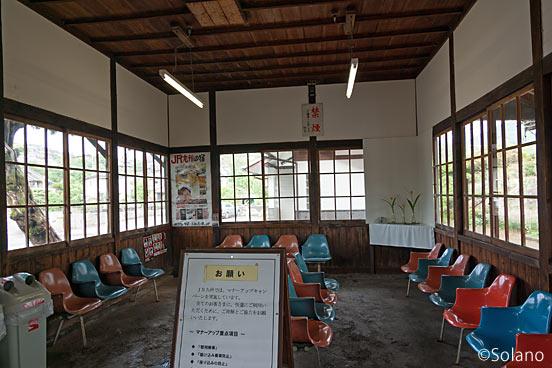 JR九州・日豊本線・上臼杵駅の木造駅舎、待合室