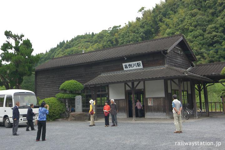 肥薩線、鹿児島県霧島市の観光名所となった嘉例川駅の木造駅舎