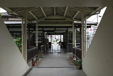 JR九州・久大本線・南久留米駅、駅舎ホーム側と通路