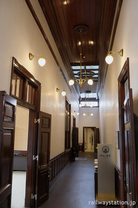 重要文化財の門司港駅駅舎、貴賓室などがある2階の廊下