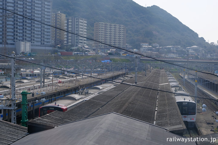 門司港駅舎2階から見た終端型のプラットホーム