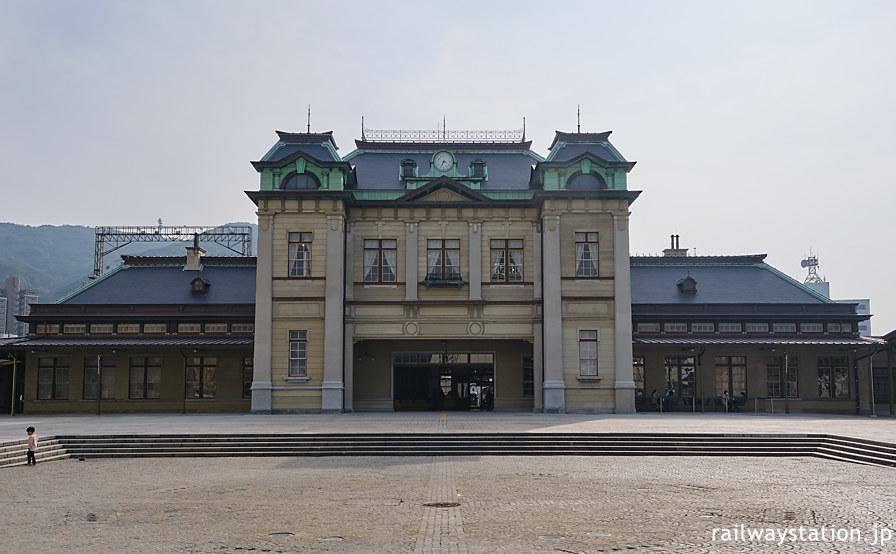 大改修が終わり竣工の大正時代の姿に復原された門司港駅の駅舎