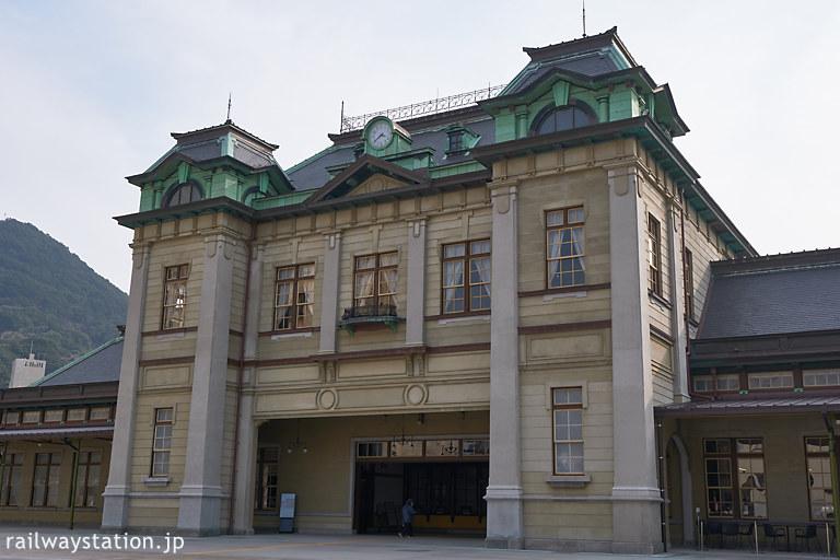 門司港駅の駅舎、ネオルネッサンス様式の威厳ある洋風木造駅舎
