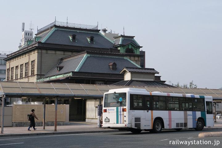 門司港駅、駅舎横のバスロータリー