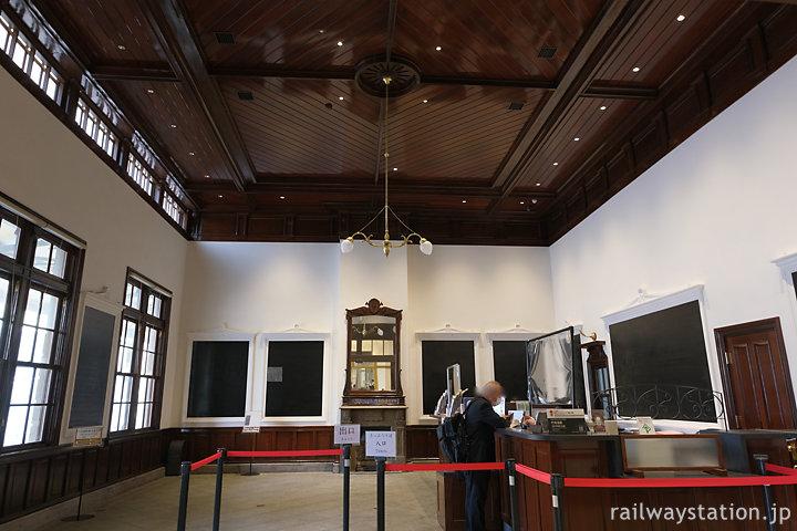 門司港駅みどりの窓口、かつはて一・二等待合室、みかど食堂だった。